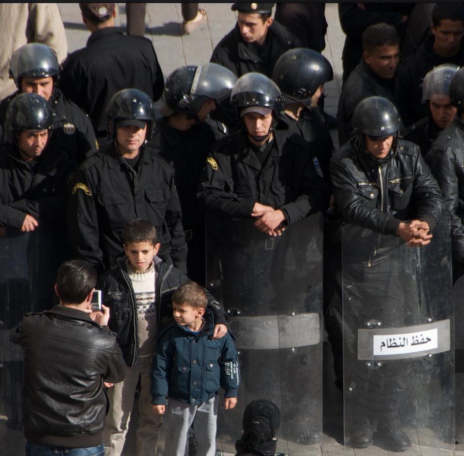 Appel aux Représentants du Peuple pour l'abandon de l'examen du projet de loi relatif à la répression des atteintes contre les forces armées