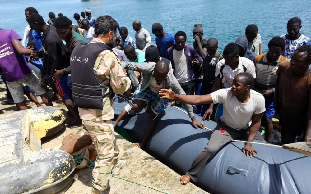 « Les garde-côtes libyens sont venus et ont tirés des coups de feu dans le bateau des Arabes.»